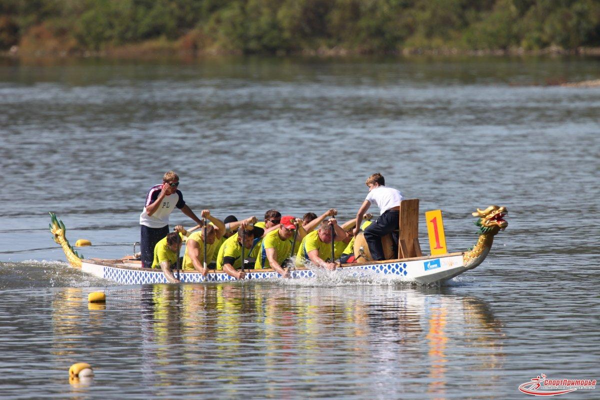соревнования по гребле на лодках класса дракон