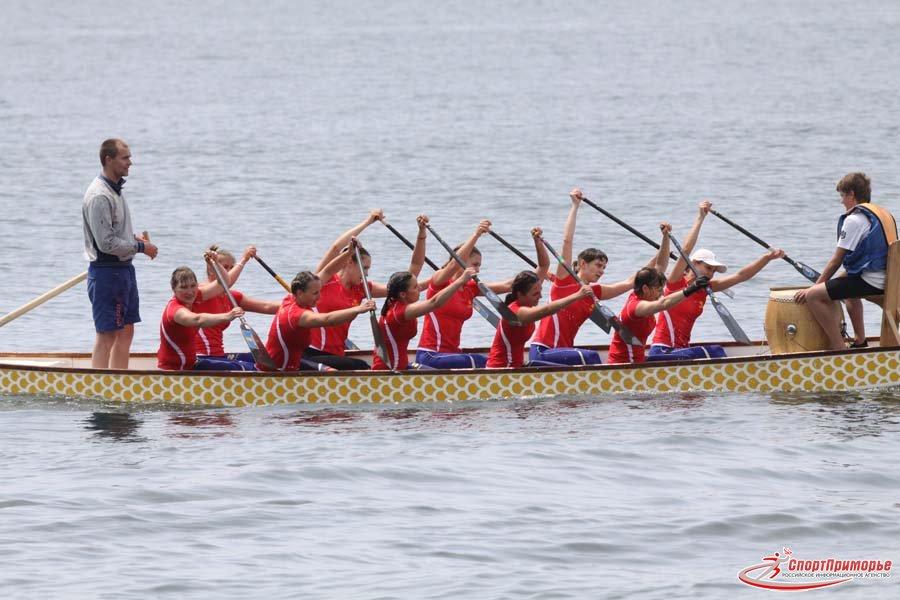 команда на дракона с лодкой