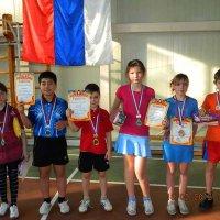 Юные теннисисты готовятся к первенству края. Фоторепортаж