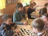 Школьники Уссурийского округа выбрали лучших игроков в шашки. Видео
