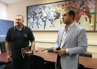 Директор краевого департамента ФКиС Жан Кузнецов и президент АМФР Эмиль Алиев обсудили направления развития мини-футбола в Приморье