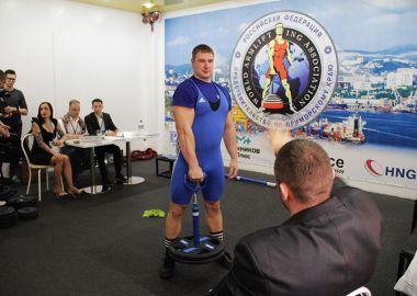 Во Владивостоке прошел турнир по армлифтингу «Приморский «Железный хват»