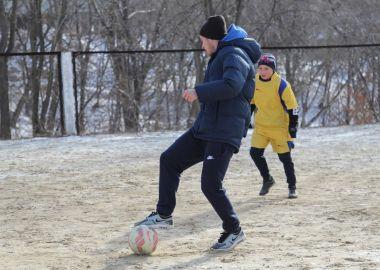 Футболисты «Луча-Энергии» провели товарищеский матч с командой детского дома в Приморье