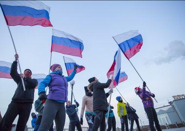 Российских олимпийцев во Владивостоке поддержали забегом с национальными флагами. Памятка болельщикам