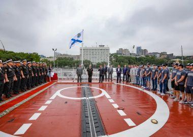 Хоккеисты «Адмирала» прошли «боевое крещение» на крейсере «Варяг»