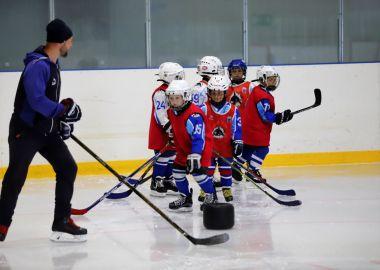 В спортивном клубе «Полюс» объявляется набор детей в Академию хоккея Вячеслава Фетисова и Академию футбола «Динамо»