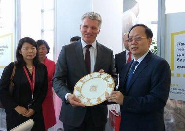 Во Владивостоке состоялась встреча Павла Колобкова и руководителя Главного госуправления по делам физкультуры и спорта Китая Гоу Чжунвэня