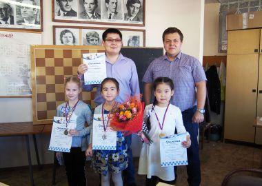 Юные шахматисты разыграли первые медали Первенства Дальнего Востока