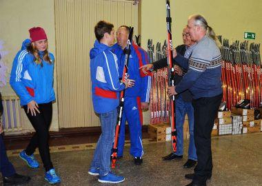Любители спорта Черниговского района получили новые лыжные комплекты
