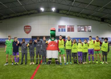 Юные футболисты из Уссурийска сыграли «двусторонку» с Петером Чехом на базе «Арсенала»
