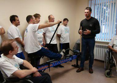 Иван Штыль вручил Седанкинскому дому-интернату новый тренажер для занятий спортом