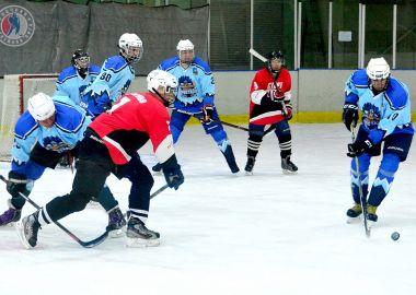 В Ночной хоккейной лиге Приморья наметились лидеры