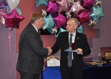 В департаменте физической культуры и спорта Приморья наградили отличившихся по итогам спортивного сезона