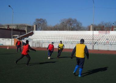 В новогоднем футбольном турнире участвовали только ветераны