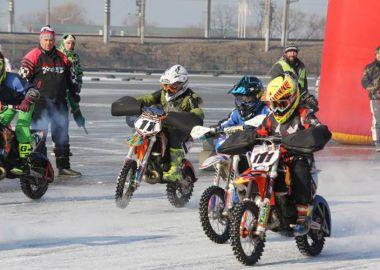 Мотогонщики открыли сезон соревнованиями на льду