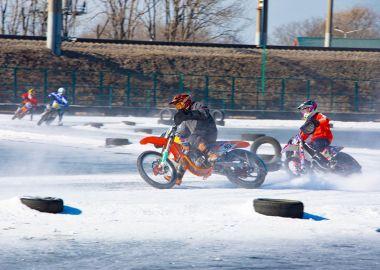 Ледовый мотокросс прошел во Владивостоке