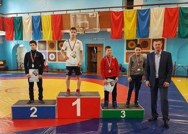 12 медалей выиграли приморские борцы на Первенстве ДФО