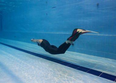 Многократная чемпионка мира проведет интенсивный курс плавания в ластах