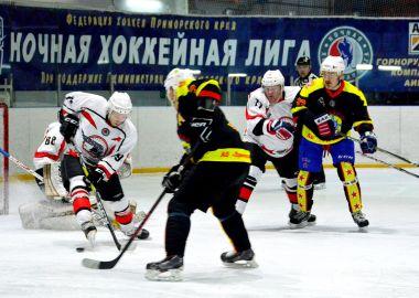 В дивизионе «40+» Ночной хоккейной лиги Приморья стартует плей-офф