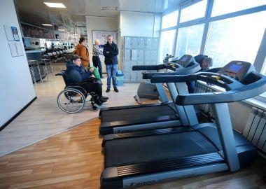 Новые тренажеры подарили спортивному клубу Артемовского общества инвалидов