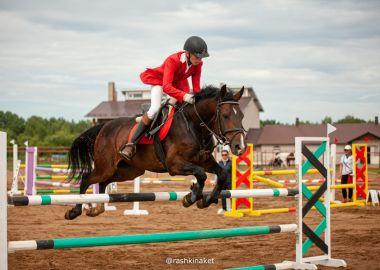 Приморские спортсмены отличились в дальневосточных соревнованиях по конному спорту