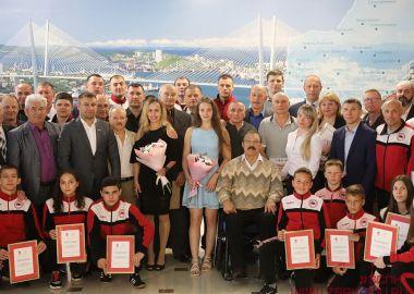 Конференция, посвященная 80-летию самбо, объединила лучших приморских спортсменов и тренеров