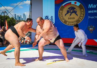 Сборные России и Японии по сумо встретятся на ВЭФ-2019