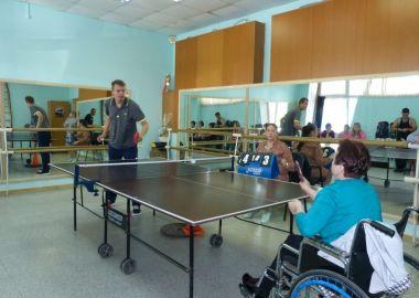 В Большом Камне провели турнир по настольному теннису среди людей с ограниченными возможностями здоровья