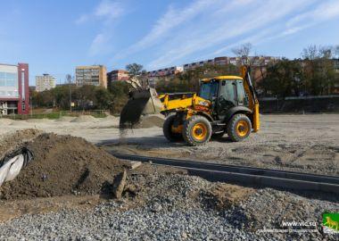 На стадионе «Строитель» готовят основание под новое футбольное поле