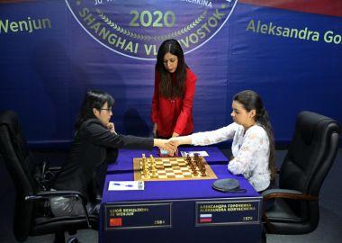 Во Владивостоке с ничьей стартовала вторая часть матча за звание чемпионки мира