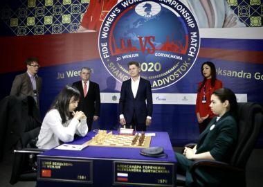 Губернатор Приморья дал начало девятой партии чемпионата мира за «шахматную корону»