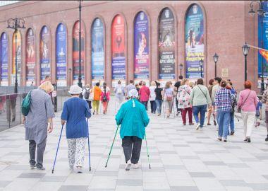 Приморцев приглашают на бесплатные занятия по скандинавской ходьбе